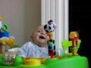 Ребенок в паническом ужасе от шмыгающего носа мамы)))